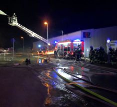 F2: Großbrand LHZ Baumarkt, Limburg