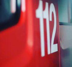H 1 Y: Bew. Person hinter Badtür, Offheim